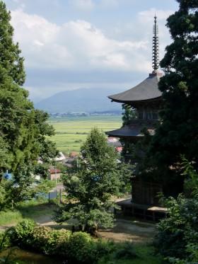 法用寺三重塔と会津平野を一望する