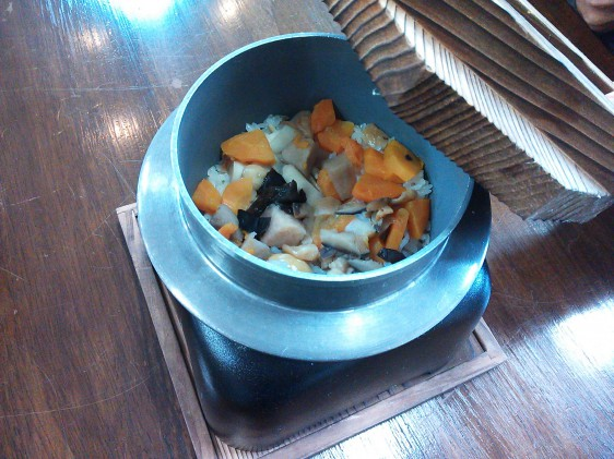 こちらはこづゆの釜飯。